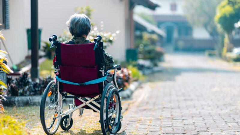 Drzwi dla osób z niepełnosprawnościami